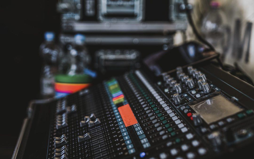 Hang-, illetve fénytechnikai munkatárs